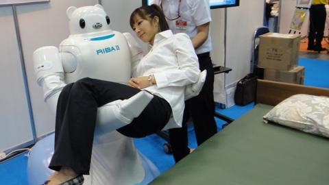 *Le Japon connait très faible taux de natalité (population vieillissante) et une pénurie d'infirmiers et aide-soignants à domicile. Crédit photo:http://adala-news.fr/